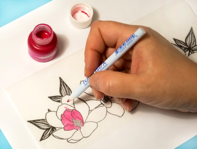 Imagine Artist Elina Stromberg focuses on bright beginnings in 2017 with a candle set made with Tsukineko's All Purpose ink and Fantastix. Color the flowers with All Purpose ink.