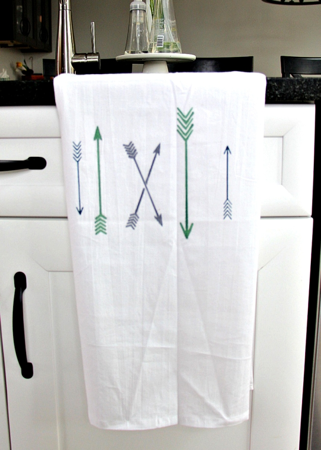Jessica Litman decorates a tea towel using Tsukineko's All Purpose Ink. green, blue, black, arrows, hipster, kitchen, food.