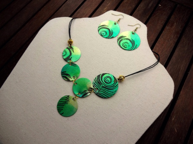 Kyriakos Pachadiroglou makes a peacock theme jewlery set using StazOn, VeraMark and embossing powders. green, yellow, teal, metal, circles, earrings, necklace.