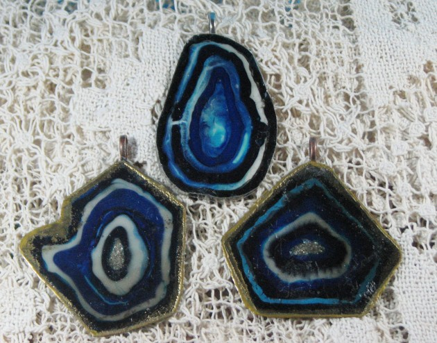 faux agate with blue lapis rings and gold edge