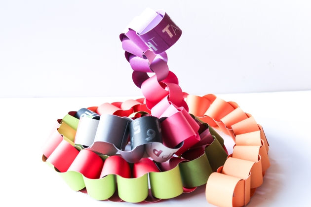 Watch a Video on how to make a creative paper chain. Kids Crafts.