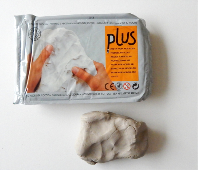 For this project, I used Activa Plus clay. I like this clay because it's similar and behaves like earthenware ceramics clay, ideal for sgrafitto. This clay is fine, moist, malleable, firm, but not hard.